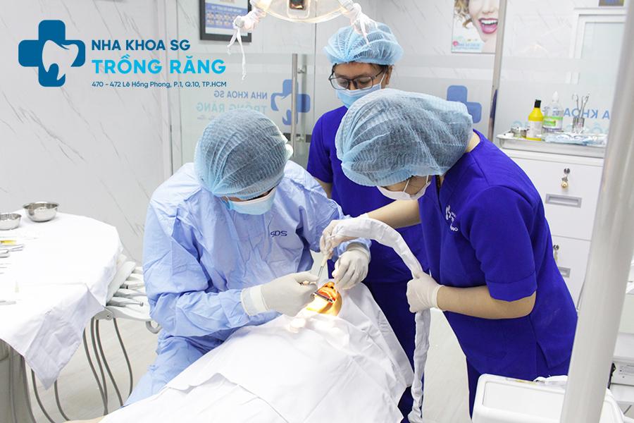 nhổ răng kết hợp cấy ghép implant